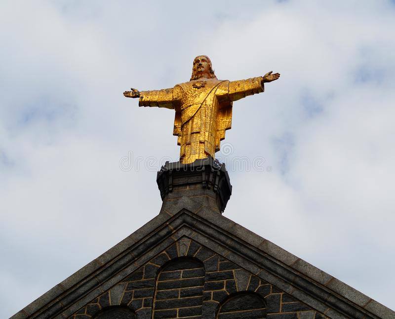 Staty av Jesus Christ på kyrkan fotografering för bildbyråer
