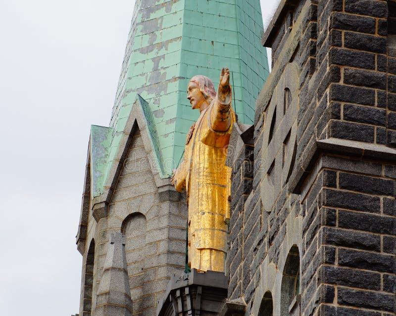 Staty av Jesus Christ på kyrkan arkivbilder