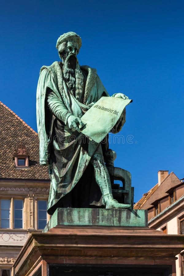 Staty av Johannes Gutenberg i Strasbourg arkivbild