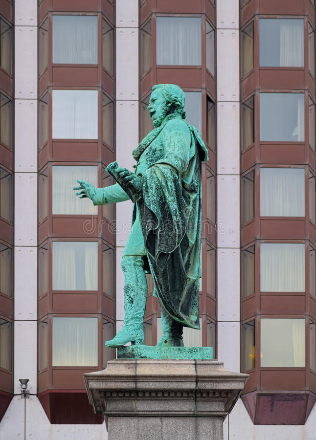 Staty av Josef Eotvos i Budapest, Ungern royaltyfri bild