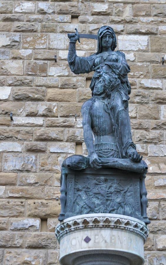 Staty av Judith och Holofernes i Florence, Italien fotografering för bildbyråer