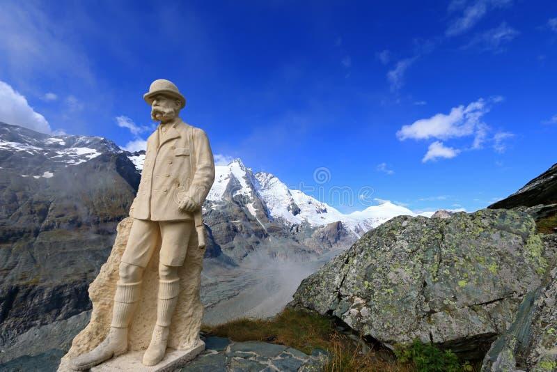 Staty av Kaiser Franz Joseph I på Grossglockner, Österrike royaltyfri foto