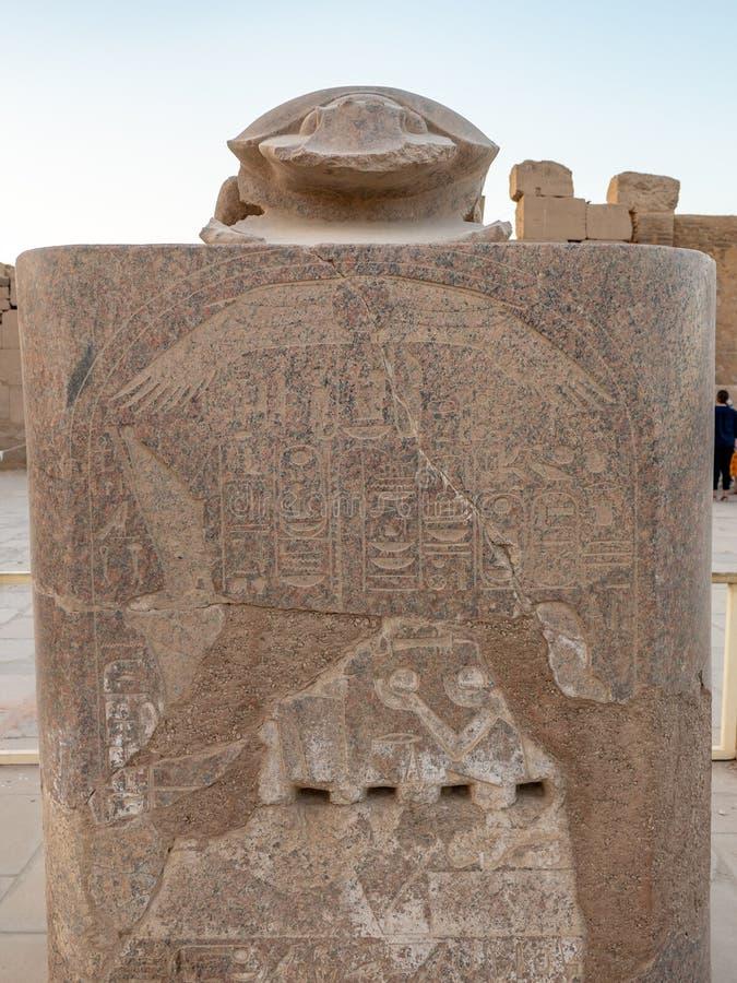 Staty av Khepri den sakrala skarabé i Karnak royaltyfri bild