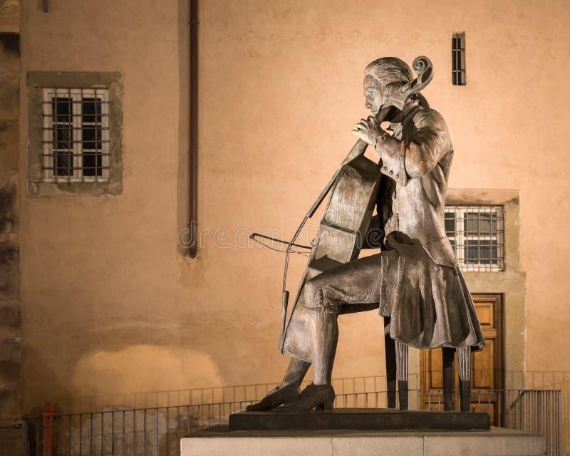 Staty av kompositören och cellisten Luigi Boccherini royaltyfri foto