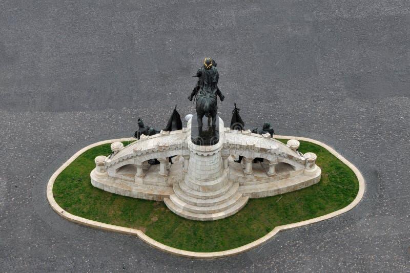 Staty av konungen Mathias i Cluj, Rumänien arkivbilder