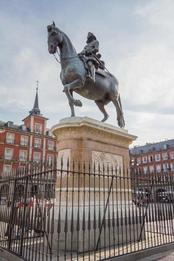 Staty av konungen Philips III på Plazaborgmästaren, Madrid fotografering för bildbyråer