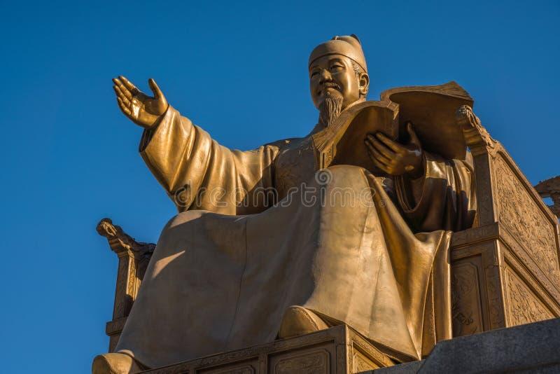 Staty av konungen Sejong den stor- Gwanghwamun fyrkanten Seoul, Kore arkivfoton