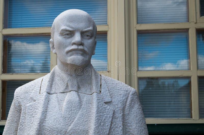 Staty av Lenin i murbruk royaltyfri bild