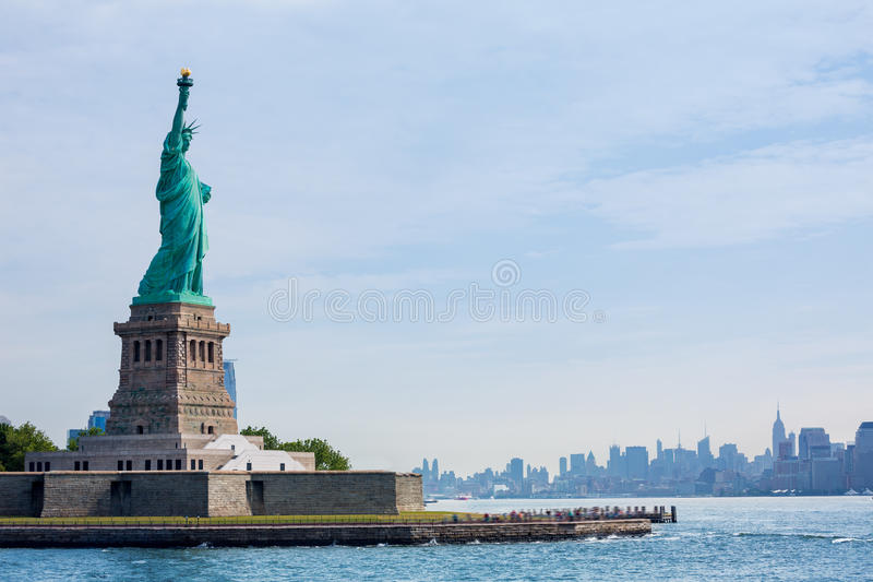 Staty av Liberty New York och Manhattan USA arkivfoto