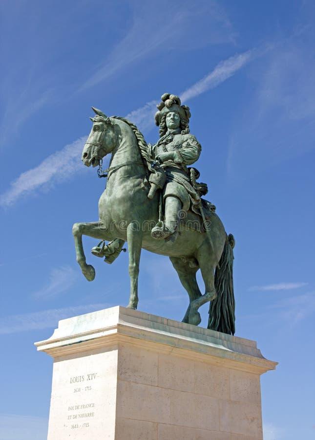 Staty av Louis XIV Versailles, Frankrike arkivbilder