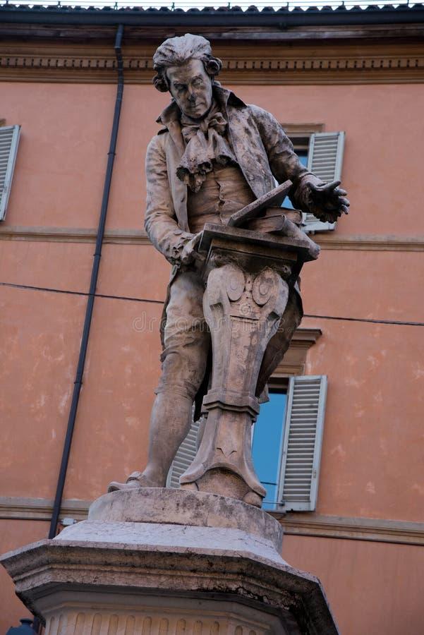 Staty av Luigi Galvani i bolognaen Italien royaltyfri fotografi