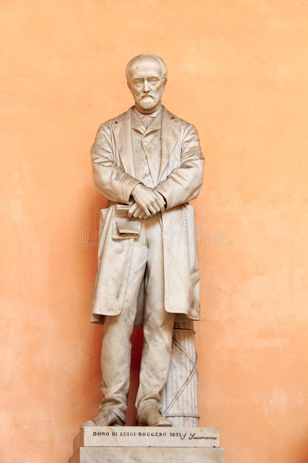 Staty av Luigi Roggero i slotten Palazzo Doria Tursi, Genua royaltyfria bilder