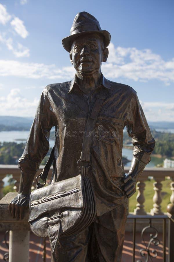 Staty av Luis Eduardo Villegas, Guatape, Colombia fotografering för bildbyråer