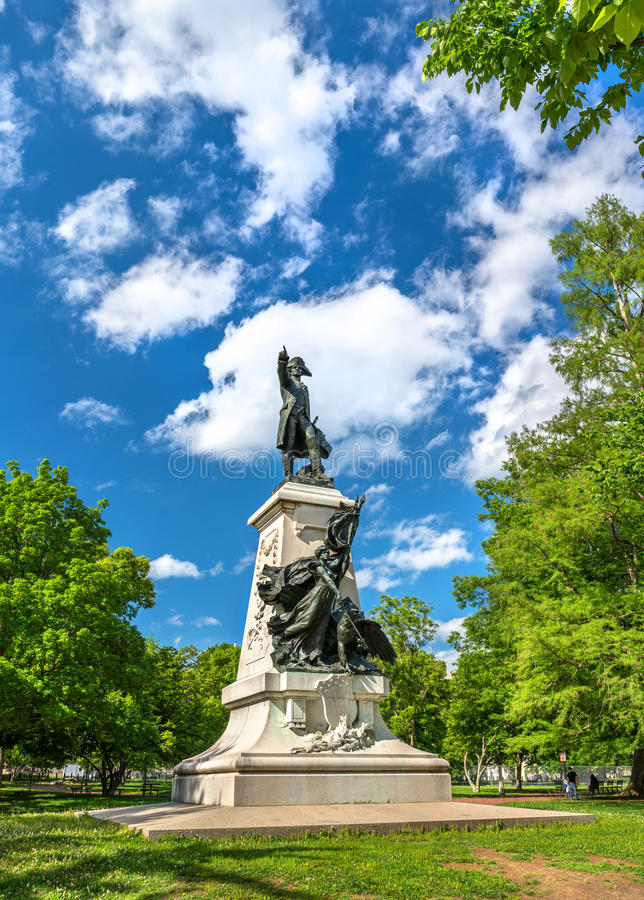 Staty av Major General Comte Jean de Rochambeau på Lafayette fyrkant i Washington, D C arkivbild