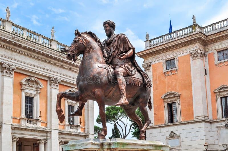 Staty av Marcus Aurelius på den Capitoline kullen, Rome, Italien arkivbilder