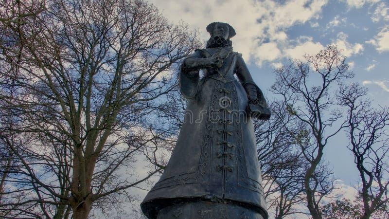 Staty av Mary Queen av Scots på den Linlithgow slotten royaltyfri foto