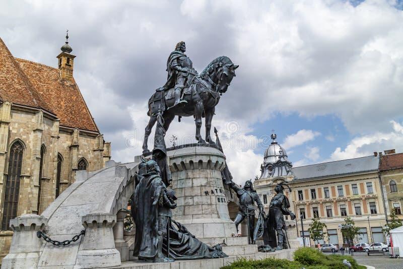 Staty av Matthias Corvinus i Cluj Napoca, Rumänien royaltyfria foton