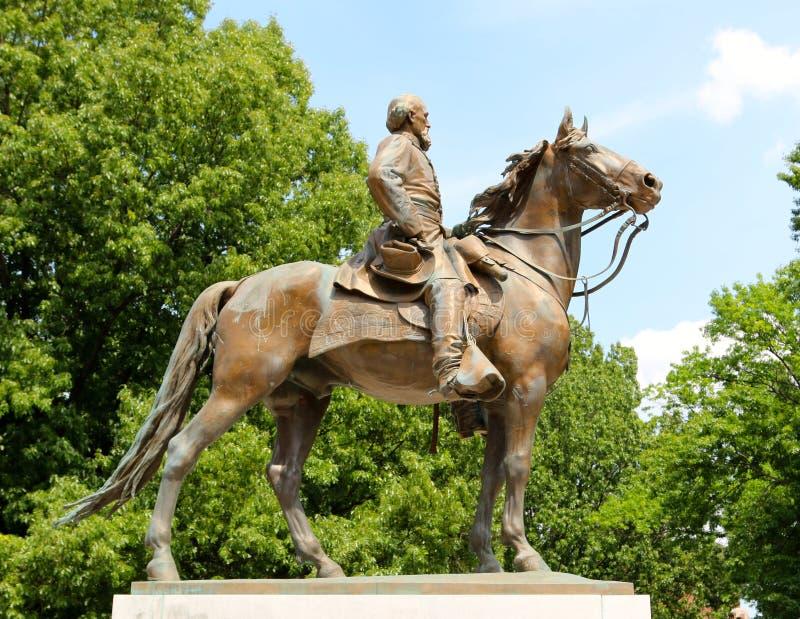Staty av Nathan Bedford Forrest uppe på en krighäst, Memphis Tennessee royaltyfri foto