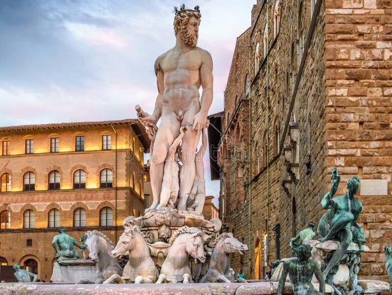 Staty av Neptune Piazzadella Signoria florence italy arkivfoto