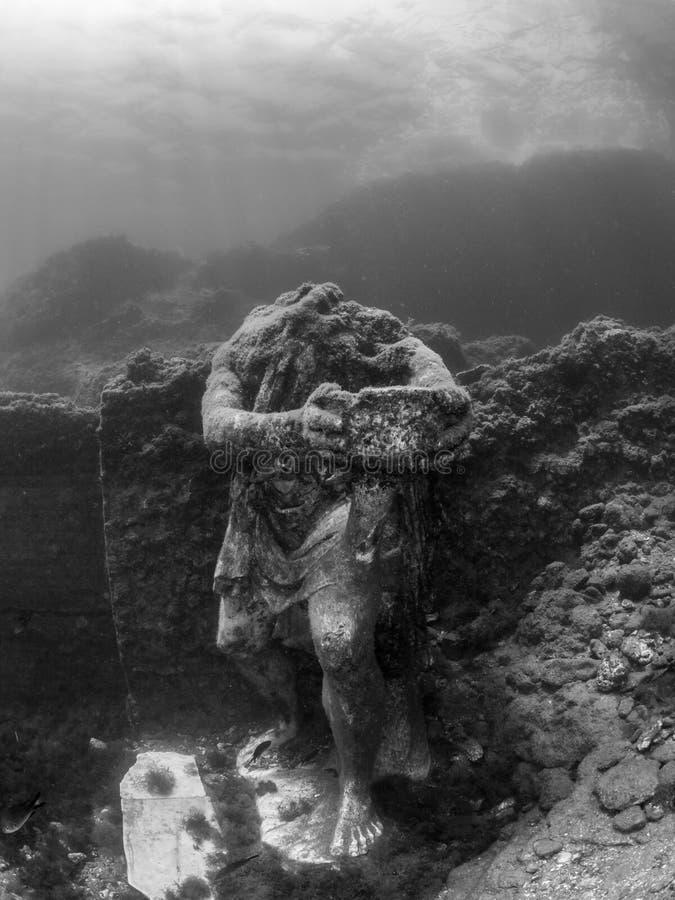 Staty av Odysseus i Claudio's Ninfeum undervattens- arkeologi arkivfoto