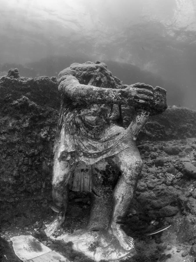 Staty av Odysseus i Claudio's Ninfeum undervattens- arkeologi royaltyfri bild