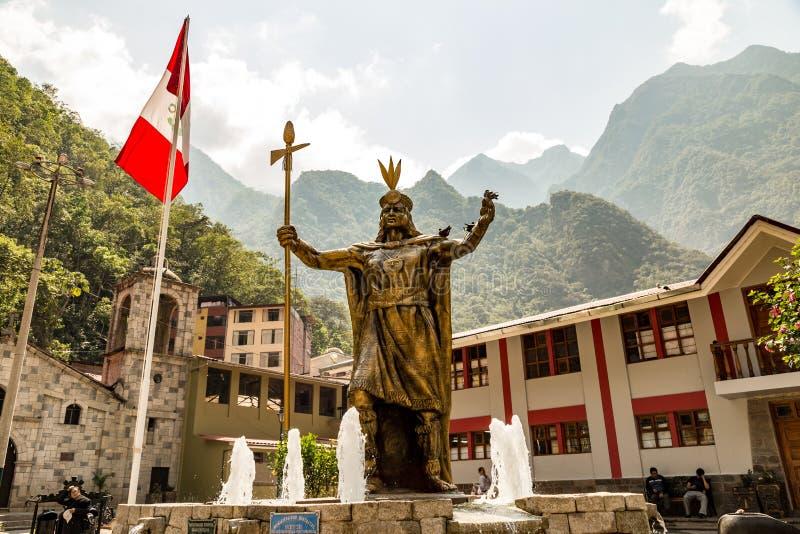Staty av Pachacuti - Aguas Calientes - Peru arkivbild