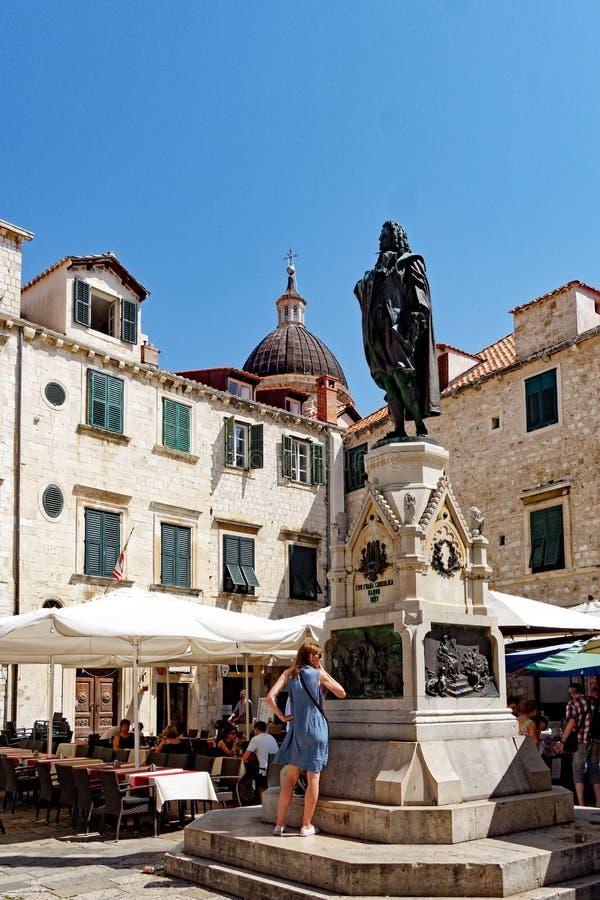 Staty av poeten Ivan Gundulic, Gundulic fyrkant, Dubrovnik, Kroatien royaltyfri fotografi