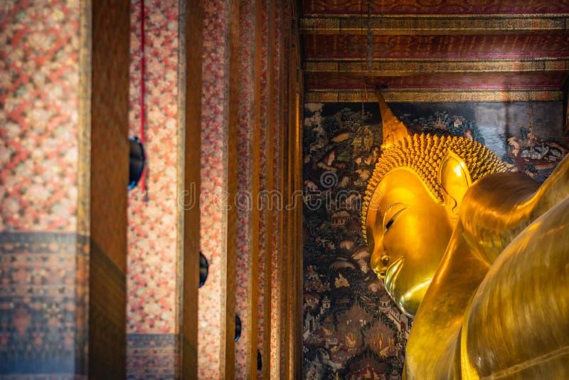 Staty av sömnBuddha eller vilaBuddha i Wat Pho Temple i Bangkok, Thailand royaltyfria bilder