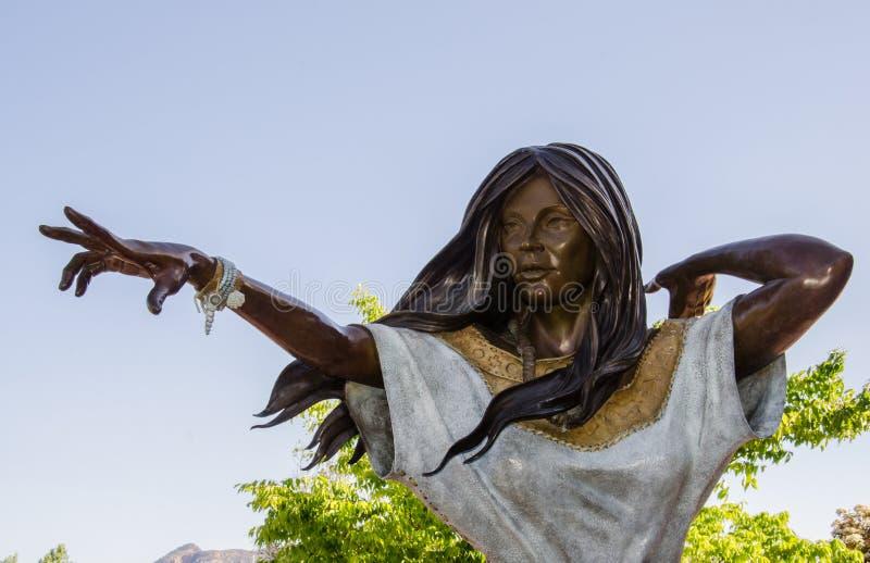 Staty av Sacajawea i Sedona, Arizona arkivbilder