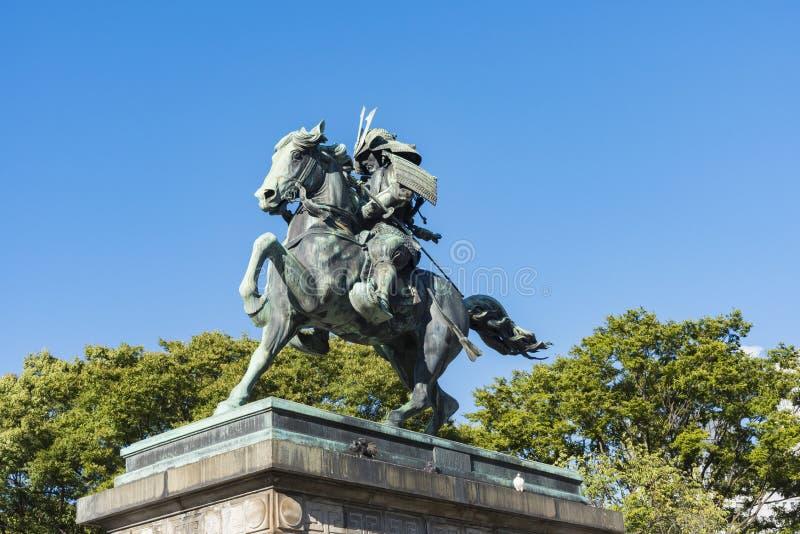 Staty av samurajer Kusunoki Masashige utanför imperialistiskt PA för Tokyo ` s royaltyfria bilder