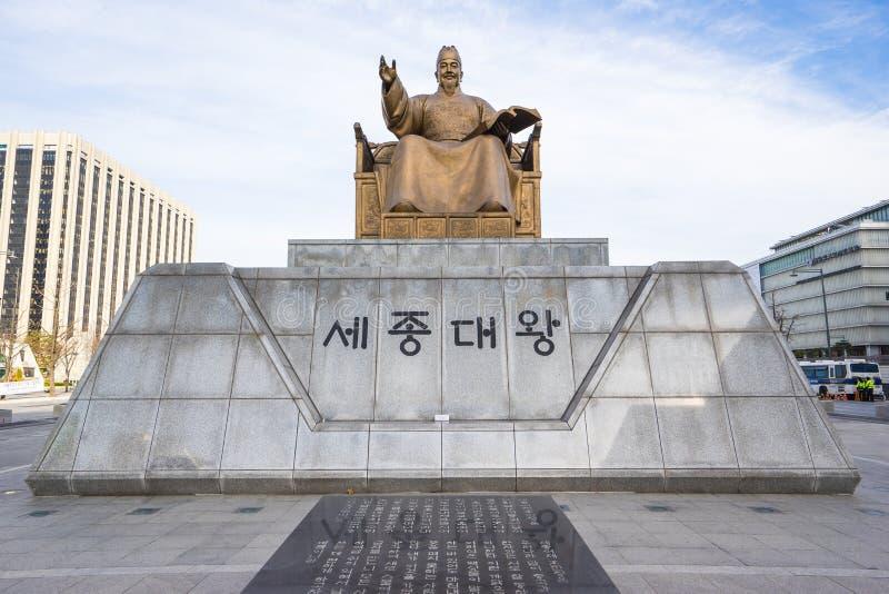 Staty av Sejong den stora konungen i Seoul, Sydkorea fotografering för bildbyråer