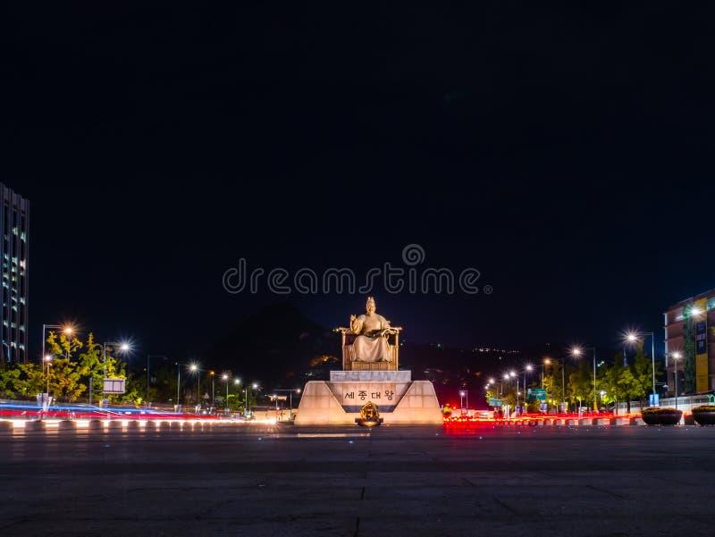 Staty av Sejongen det stort på den Gwanghwamun fyrkanten royaltyfri fotografi