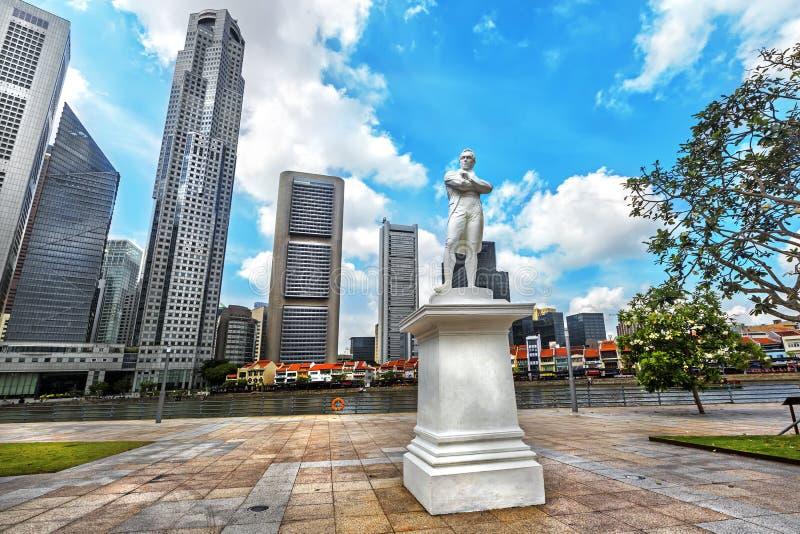 Staty av Sir Tomas Stamford Raffles i Singapore royaltyfri bild