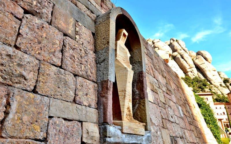 Staty av St George - en detalj av garneringen av monasten arkivfoton