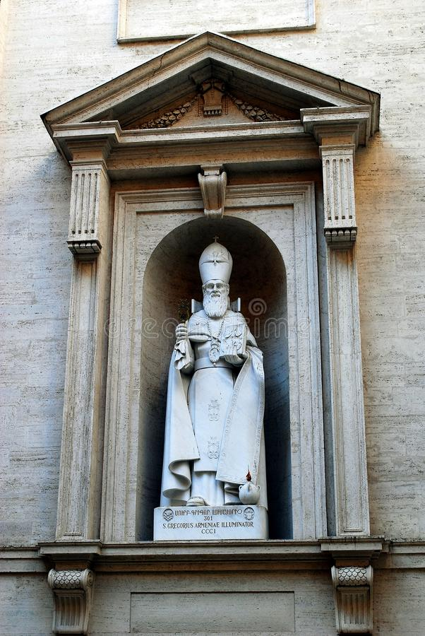 Staty av St Gregorius Armeniae Illuminator på StPeters basilika i Vaticanen royaltyfria bilder