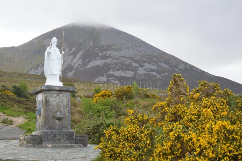 Staty av St Patrick, Croagh Patrick, Irland royaltyfria bilder