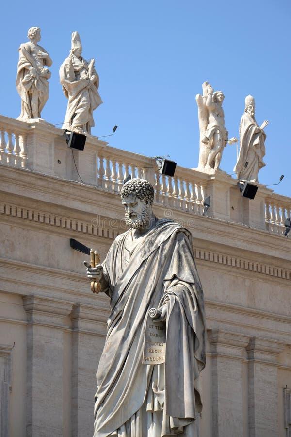 Staty av St Peter i Vatican arkivfoto