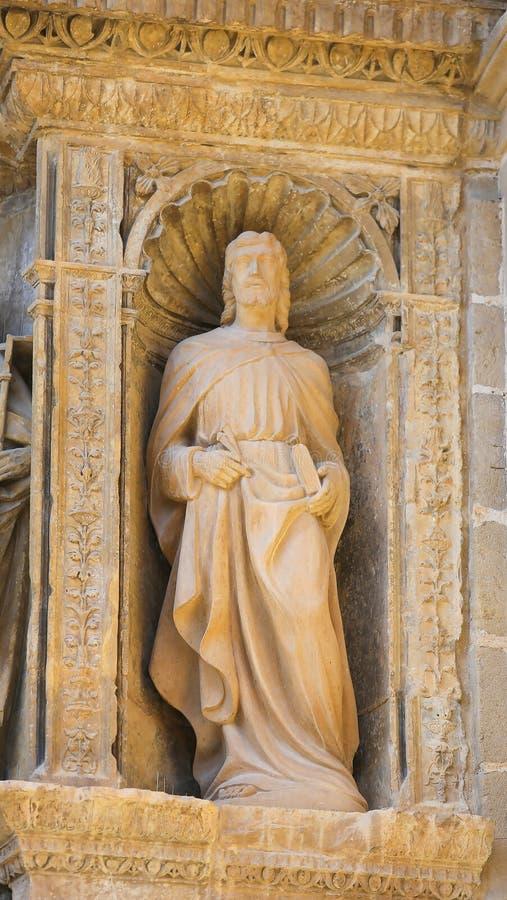 Staty av St Thomas på kyrkan av haroen, La Rioja royaltyfri bild