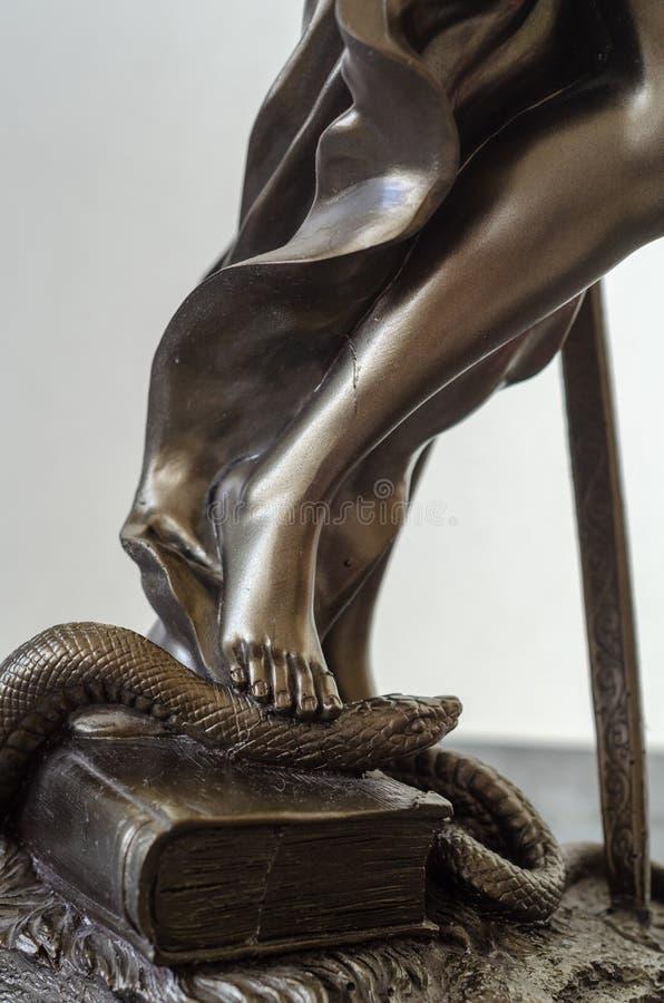 Staty av Themis - gudinna av rättvisa specificera royaltyfri bild