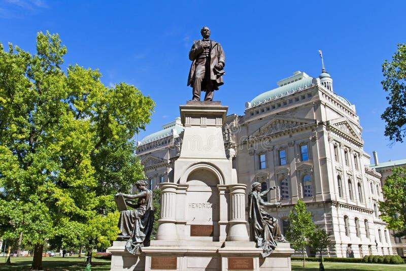 Staty av Thomas Hendricks och capitolbyggnad, Indianapolis, I arkivfoton