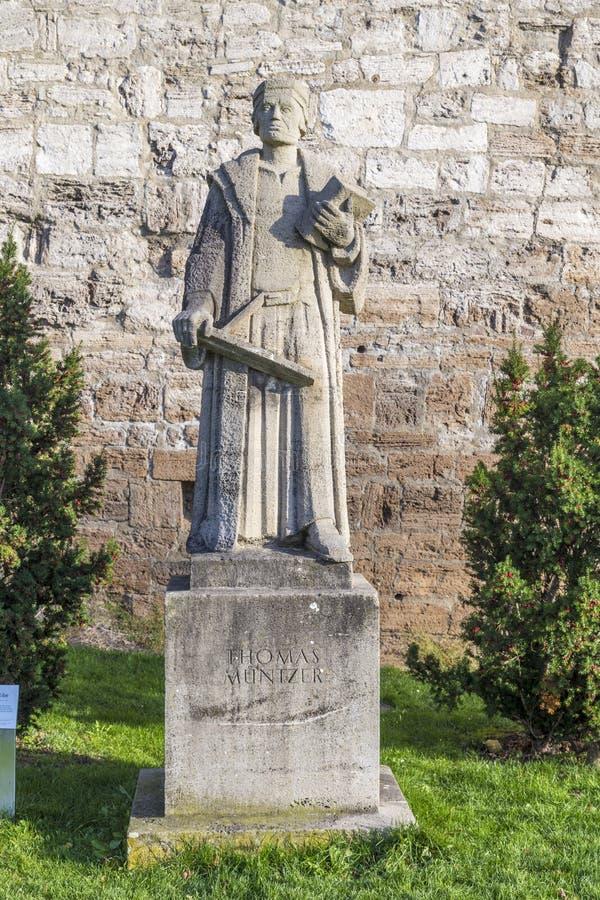 Staty av thomas muentzer på Muehlhausen arkivbild