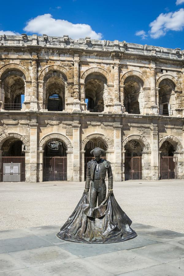 Staty av tjurfäktaren Nimes, Frankrike royaltyfri fotografi