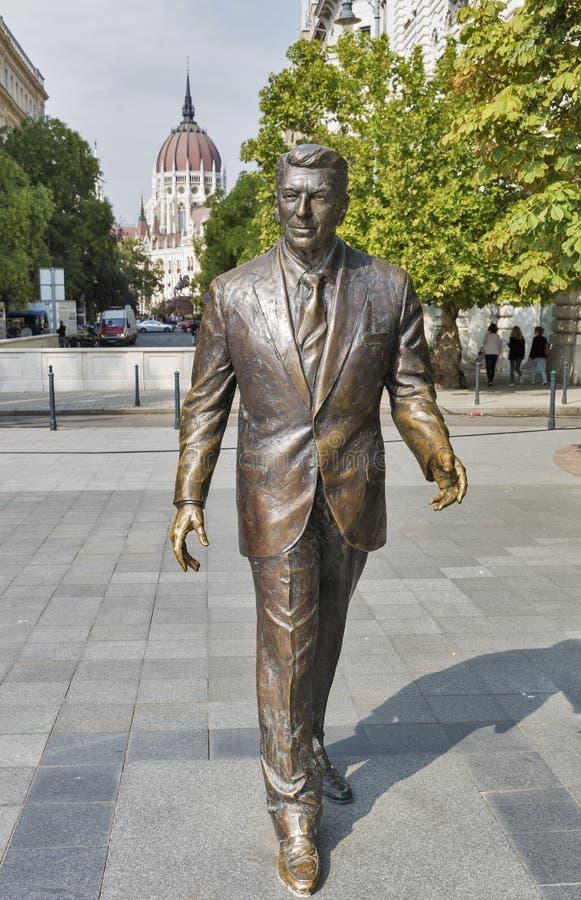 Staty av U S President Ronald Reagan i Budapest, Ungern royaltyfria bilder