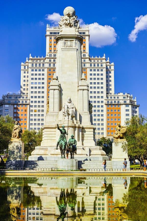 staty av universitetsläraren Quixote royaltyfri foto