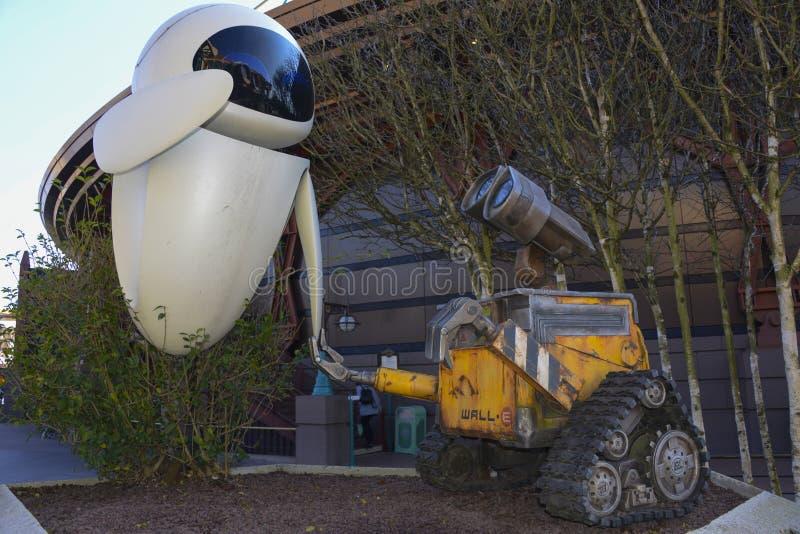 Staty av väggen - e och helgdagsafton i Discoveryland, Disneyland Paris royaltyfri foto