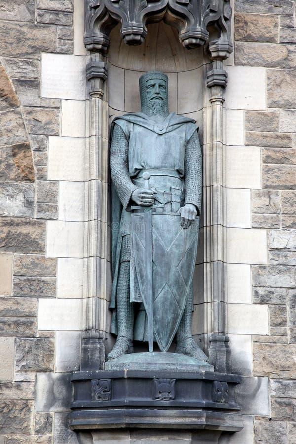 Staty av William Wallace på Edinburgslotten royaltyfri bild