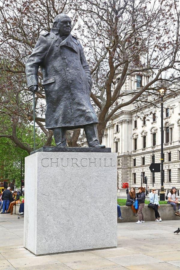 Staty av Winston Churchill i parlamentfyrkanten, London arkivbild