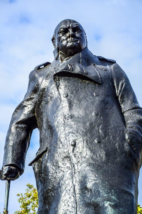 Staty av Winston Churchill i Parliament Square, Westminster, London, UK royaltyfri foto