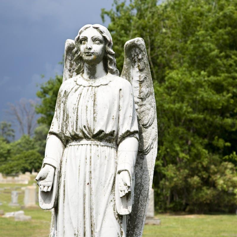 staty för ängelkyrkogårdförmyndare royaltyfria bilder