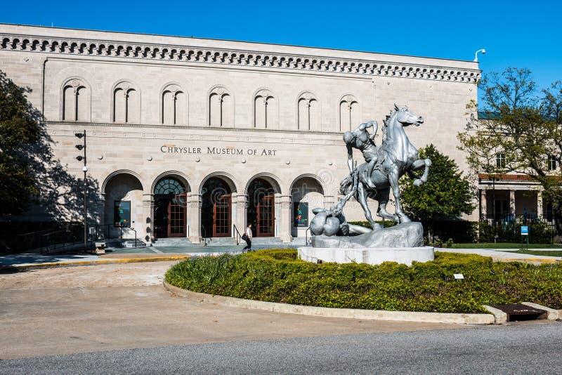 Staty för Anna Hyatt Huntington ` s framme av det Chrysler museet arkivfoton